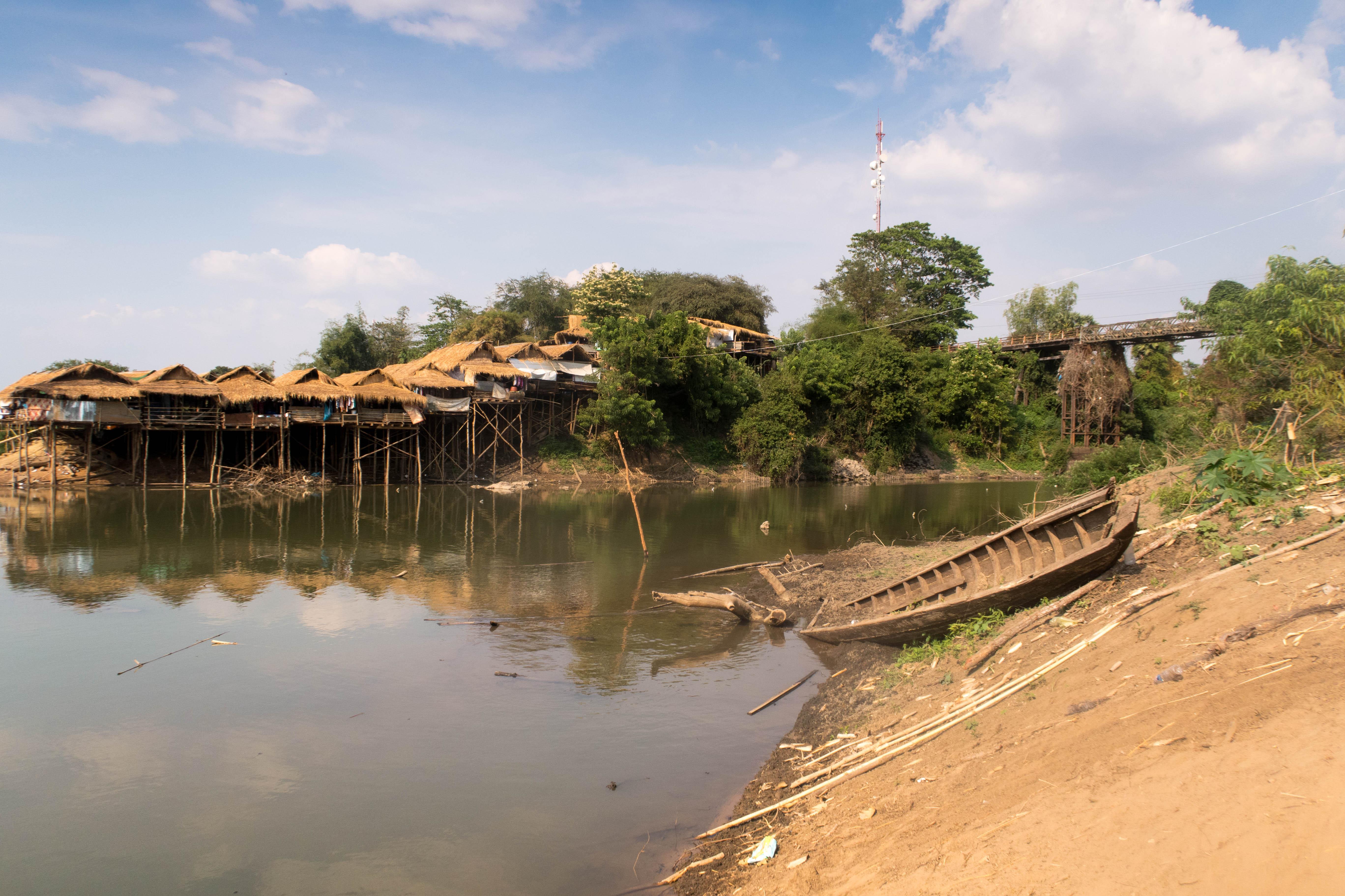 Maisons pêcheurs bateau - CAMBODGE