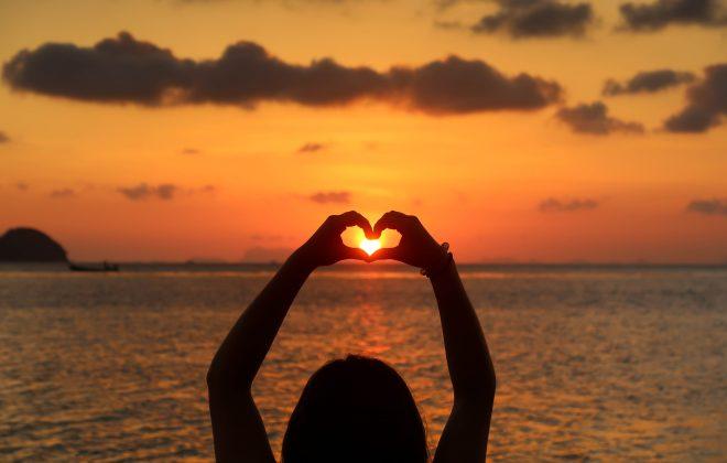 Sunset coeur 1 sur 1 660x420 - Bienvenue dans mon univers : Bien-être, Écologie, Arts
